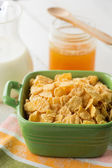 Cornflakes in bowl on table — Stock Photo