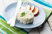 Cottage cheese and apple on plate — Stock fotografie