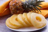 Frische ananas — Stockfoto