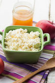 Cottage cheese with honey and apple. — Stock Photo