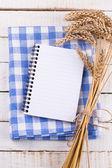 Otevřete prázdný poznámkový blok s pšenice — Stock fotografie