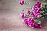 Flores sobre fondo de madera — Foto de Stock
