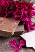 Peonies and old books — Stock Photo