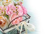Kwiaty w wiaderku — Zdjęcie stockowe