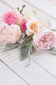 Tarjeta postal con flores frescas — Foto de Stock