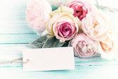 Ansichtkaart met verse bloemen — Stockfoto