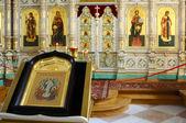Porcelain iconostasis in the temple of the Resurrection monaster — Stock Photo