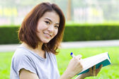 Woman with notepad — Stockfoto