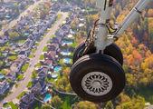 Landing Gear on a Suburban Background — Stock Photo