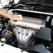 Wipe the car engine — Stockfoto