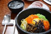 Korean cuisine : bibimbap in a heated stone bowl — Stock Photo