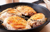 Golden crisp chicken thighs with herbs and spices — Stock Photo