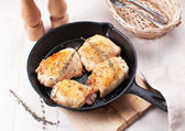 Rustic fried chicken thighs — Stock Photo