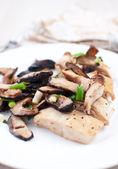 Chicken marsala with shiitake mushrooms — Stock Photo