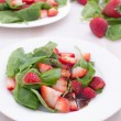 Strawberry and spinach salad with dressing — Stock Photo