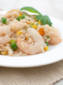 Shrimps with rice and vegetables — Stock Photo
