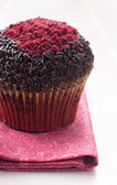 Red velvet muffin with chocolate sprinkles — Stock Photo