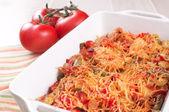 Запеченный запеканка мясо и овощи с сыром — Стоковое фото