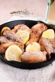 Pan rústico con limón y pollo asado — Foto de Stock
