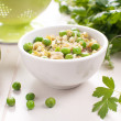 Spring risotto with brown rice and peas — Stock Photo