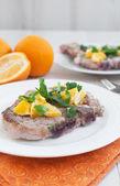 Fried pork chops with citrus sauce — Stockfoto