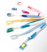 Massa mångfärgade tandborstar — Stockfoto