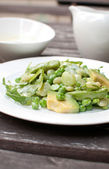 Salad with avocado, green beans and arugula — Stock Photo