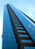 青い超高層ビル垂直 — ストック写真