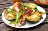 Summer dinner outside with grilled chicken and vegetables — Stock Photo