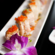 Roe caviar on top of sushi roll — Stockfoto