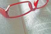 Dictionary and reading glasses — Stock Photo