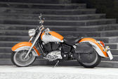 Motorcykel i orange — Stockfoto
