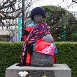 Statue of mother and children in Sensoji Temple,Tokyo — Stock Photo