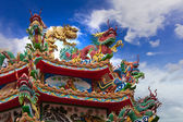 Chinese dragon sculptures on a Chinese temple — Stock Photo