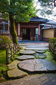 Walkway in a Japanese Garden at Nagamachi Samurai Distric Nomura-ke — Stock Photo