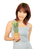 Isolé jeune femme asiatique à l'ananas — Photo
