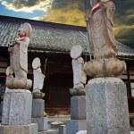Japanese Buddha Statues (Jizo Bodhisattva) over a Graveyard — Stock Photo
