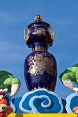 Vase chinois sur le toit d'un temple chinois — Photo