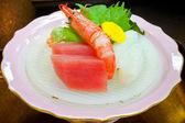 сырого тунца и креветок sahimi — Стоковое фото
