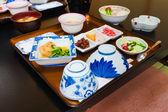 Uppsättning av japanska traditionella full-rättersmiddag — Stockfoto