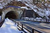 Shirakawago'nın ogimachi köyü'nde otomobil tünel — Stok fotoğraf