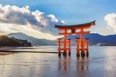 Great floating gate (O-Torii) on Miyajima island — Stockfoto