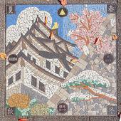 Mosaic tiles shapes up Nagoya castle on a manhole cover — Stock Photo