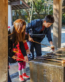 Wash basin and dippers at Kotokuin Temple in Kamakura — Stock Photo