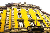 Prédio amarelo — Fotografia Stock
