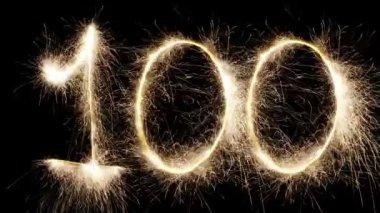 Zeichnung funken auf schwarzem hintergrund glühend 100 — Stockvideo
