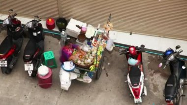 PATONG, THAILAND - JULY 14: Greengrocer vendors sell a variety of fruits on July 14, 2011 in Patong, Thailand. — Stock Video