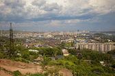 Mostra la ferrovia e la città di krasnoyarsk — Foto Stock
