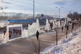 "Festival ""Magic ice of Siberia"", Townspeople examine pictures a — Stock Photo"