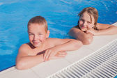 Girl and boy in swimming pool  — Stock Photo
